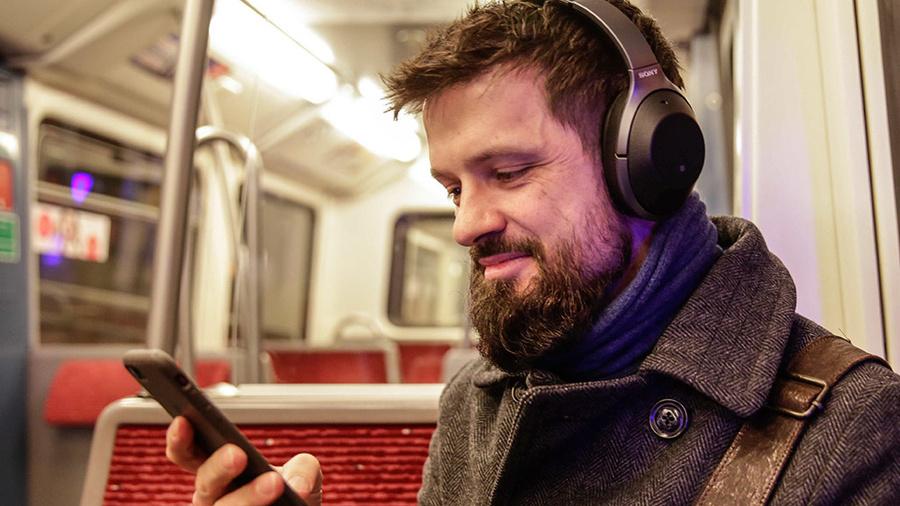 Sony WH-1000XM2 Sony denkt mit: Bluetooth-Kopfhörer Sony WH-1000XM2 im Test